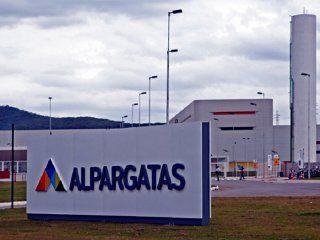 alpargatas argentina dejara de trabajar en el segmento textil desde octubre