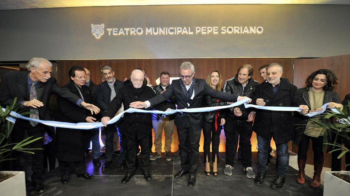 Julio Zamora inauguró el Teatro Municipal Pepe Soriano en Benavídez