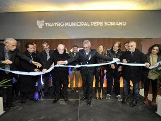 julio zamora inauguro el teatro municipal pepe soriano en benavidez
