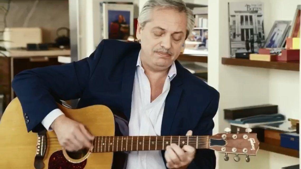 El spot de Alberto Fernández por el Día del Amigo... con una sorpresa final