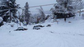 El aeropuerto de Bariloche volvió a operar tras el intenso temporal de nieve
