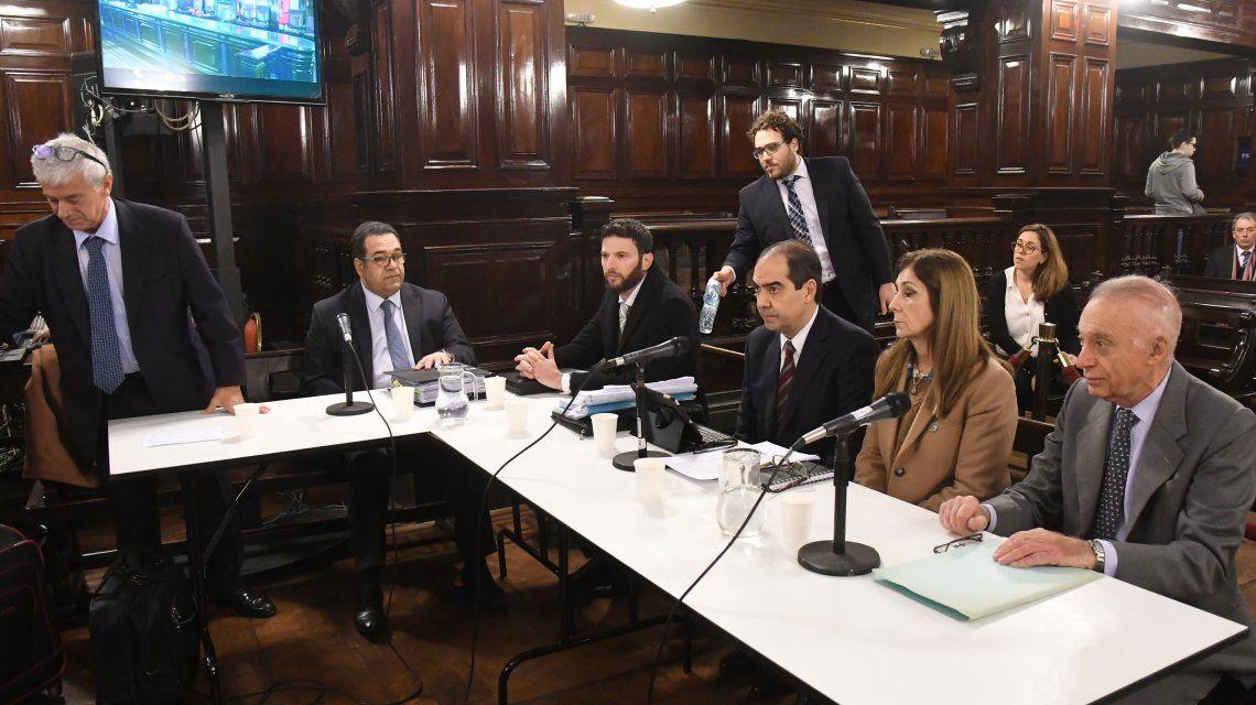 Los imputados en el juicio por la muerte de Débora Pérez Volpin.