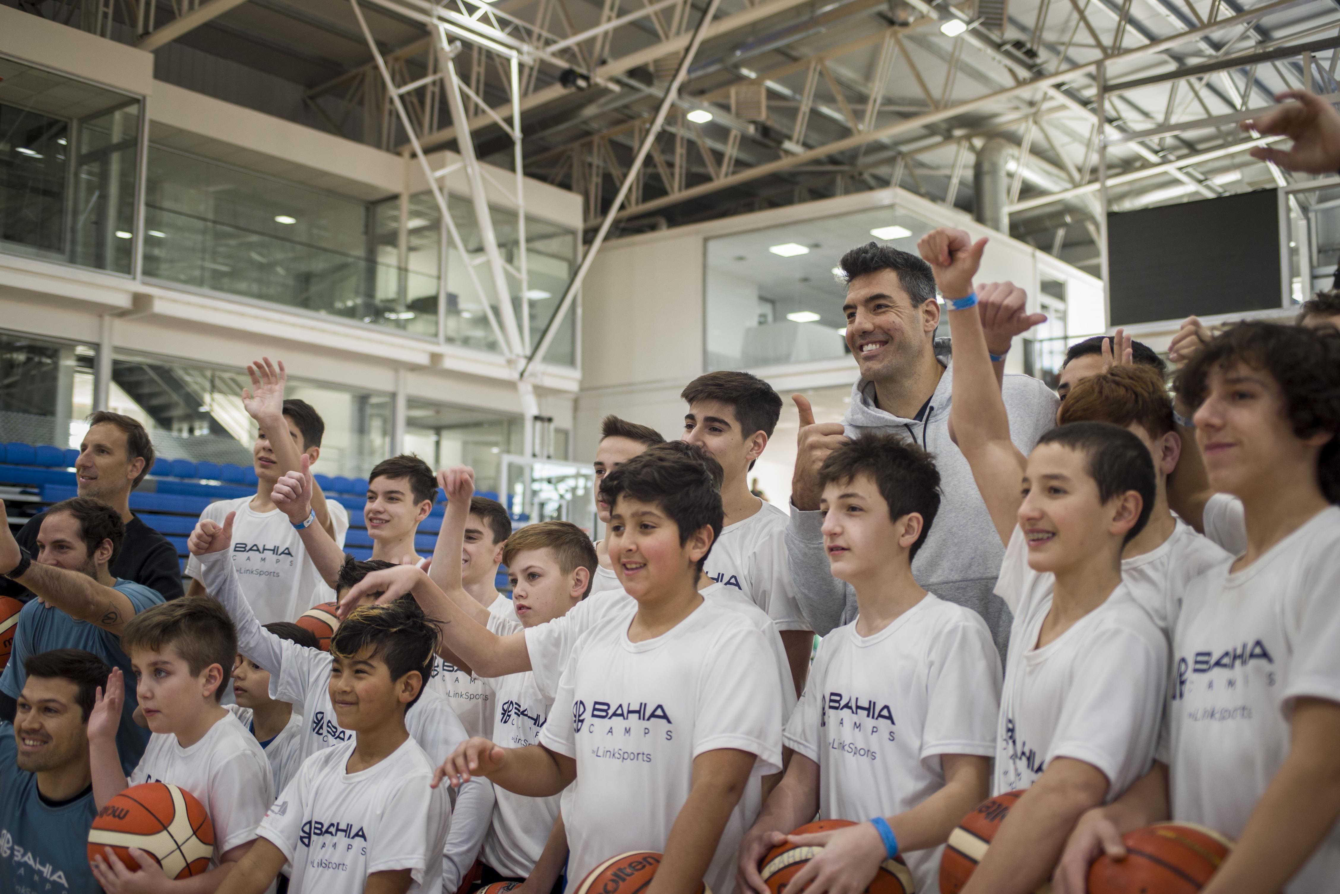 Luis estuvo en los campus y elogió la cultura de Bahía Basket. Va por el camino correcto