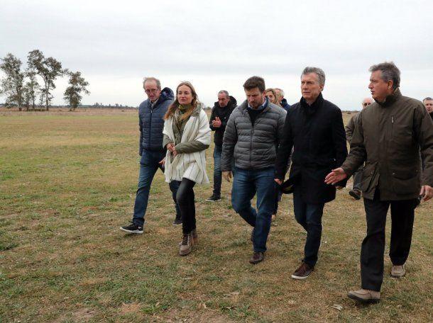 <p>Macri, a su llegada a Sunchales para revisar el avance de una obra</p>