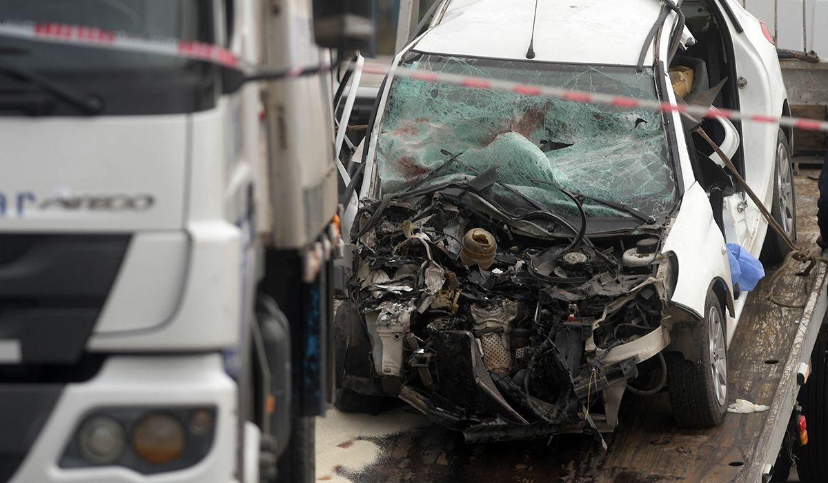 Un auto chocó contra un camión estacionado en Quilmes: tres adolescentes murieron