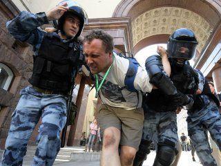 mas de 600 detenidos en moscu en una manifestacion opositora al gobierno de la ciudad