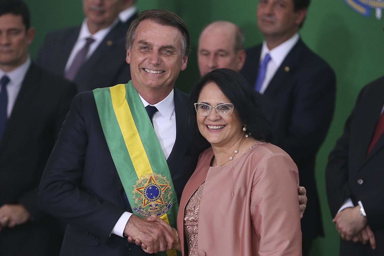 Jair Bolsonaro y Damares Alves