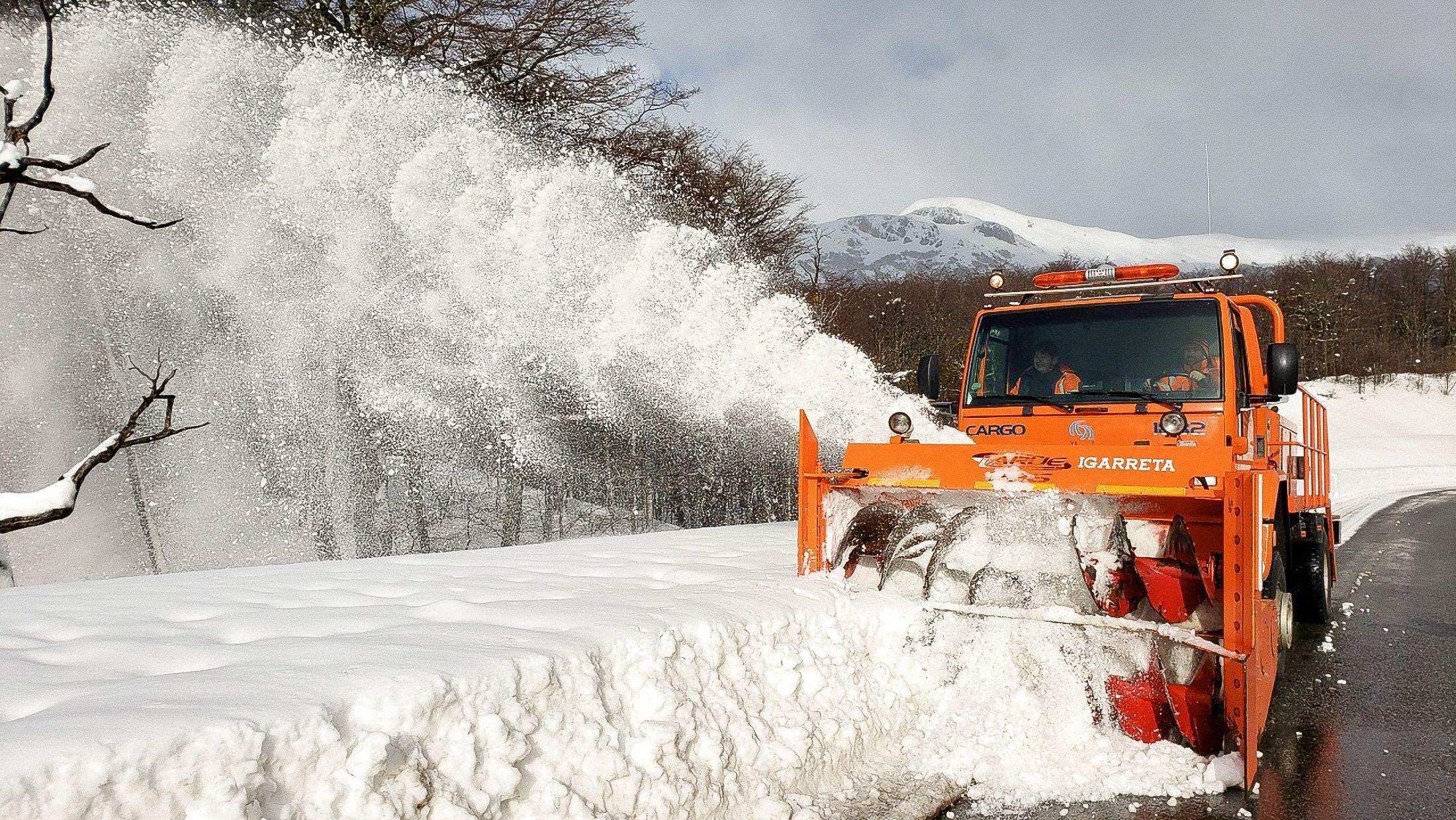 Cortaron la ruta de los Siete Lagos por las fuertes nevadas