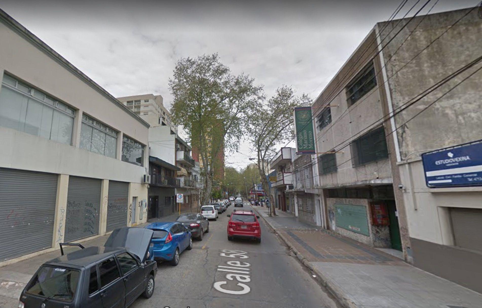 Procesaron y embargaron a un hombre por grafitear el portón de un tribunal de San Martín