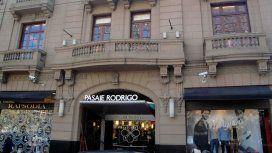 Pánico en La Plata: un nene quedó atrapado en una escalera mecánica y terminó internado