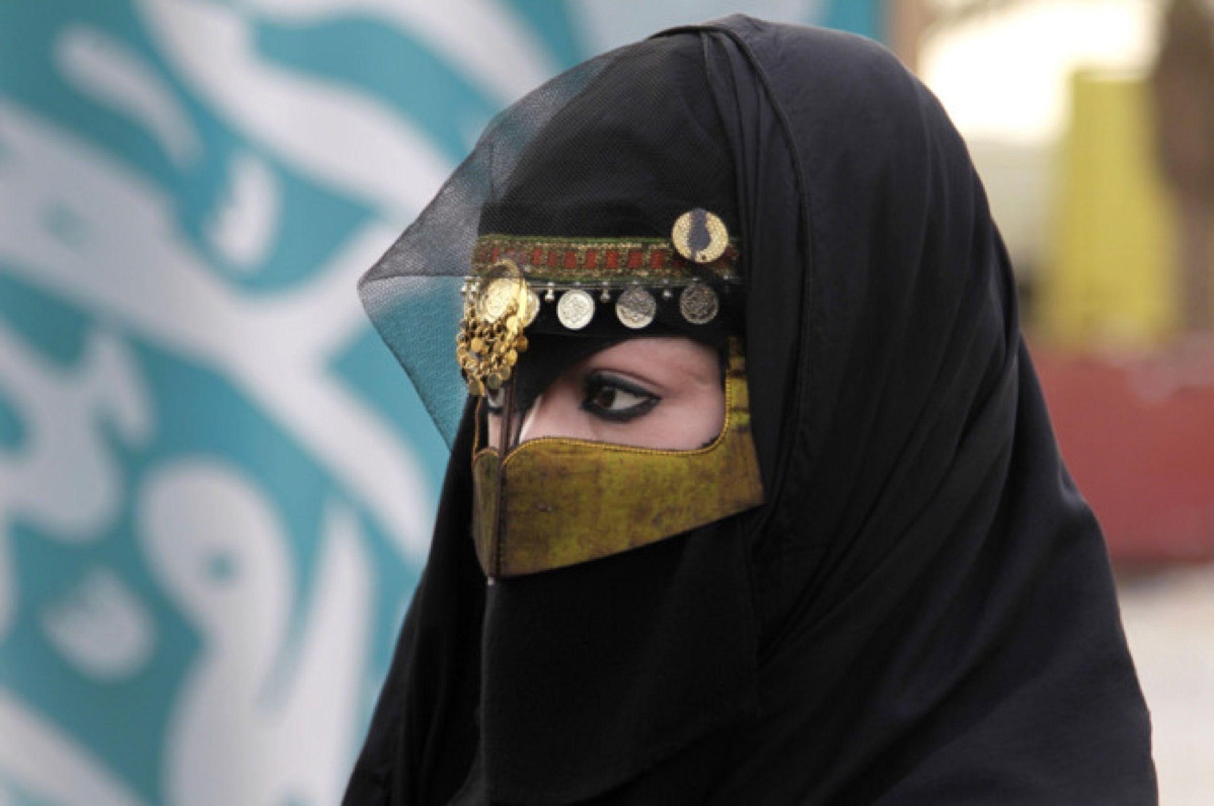 Por primera vez, las mujeres de Arabia Saudita van a poder salir del país sin permiso de los hombres