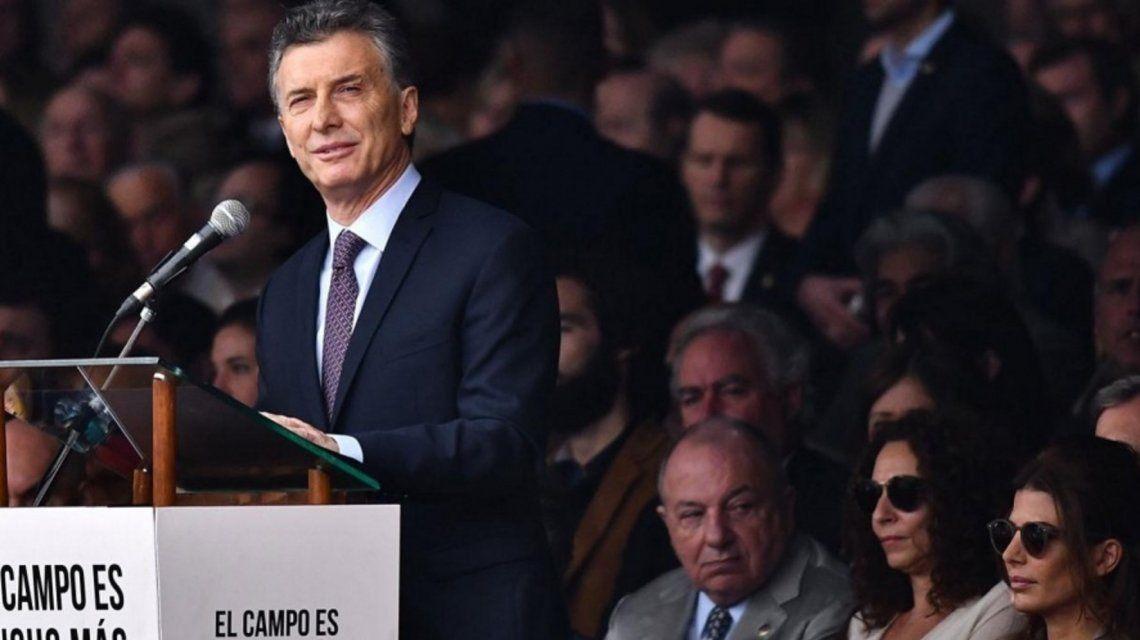 En plena campaña, Mauricio Macri le anuncia la vuelta del ministerio de Agroindustria a La Rural