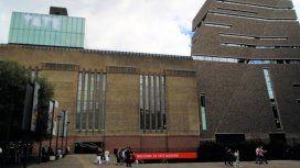 Un adolescente tiró a un chico de 6 años desde el mirador de un museo en Londres