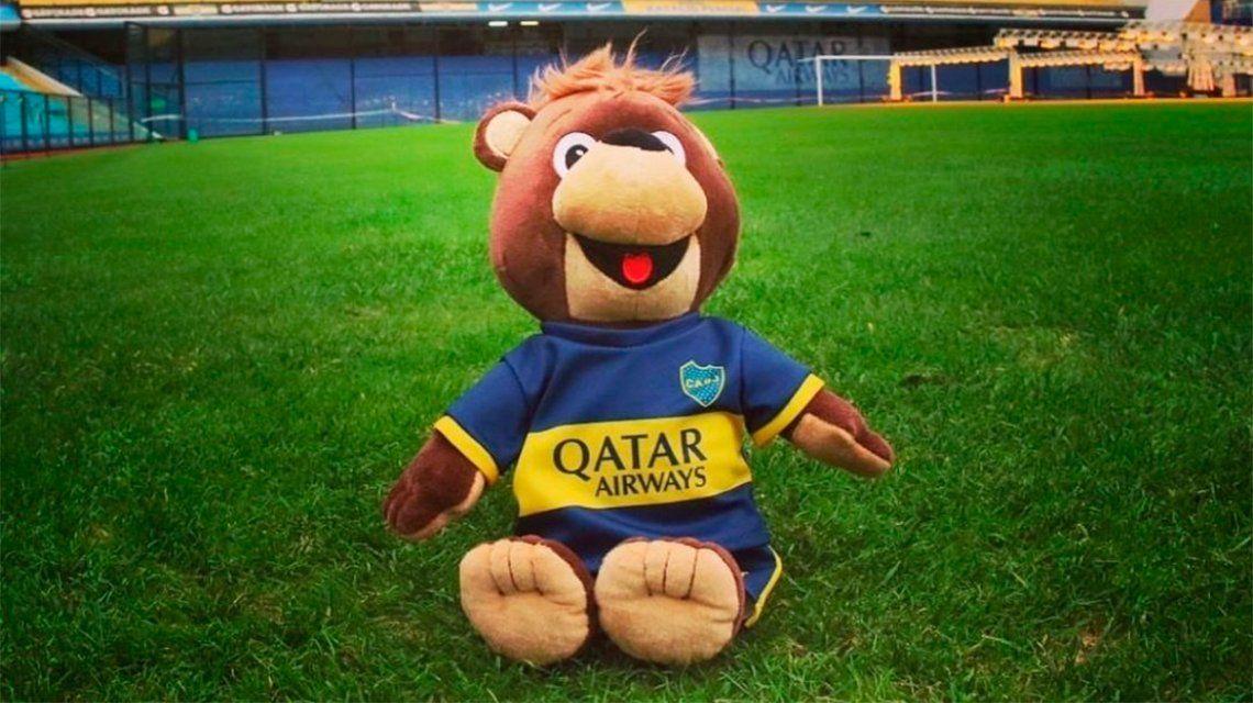 Jano, la polémica mascota de Boca que generó las burlas de los hinchas de River