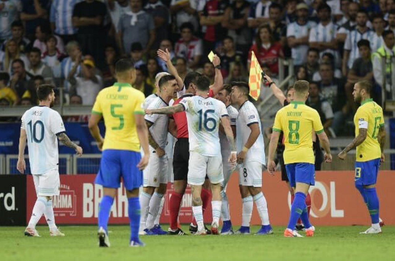 Conmebol reconoció que el VAR no fue utilizado en una de las polémicas en la semifinal con Brasil