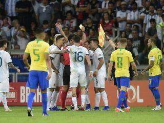 conmebol reconocio que el var no fue utilizado en una de las polemicas en la semifinal con brasil