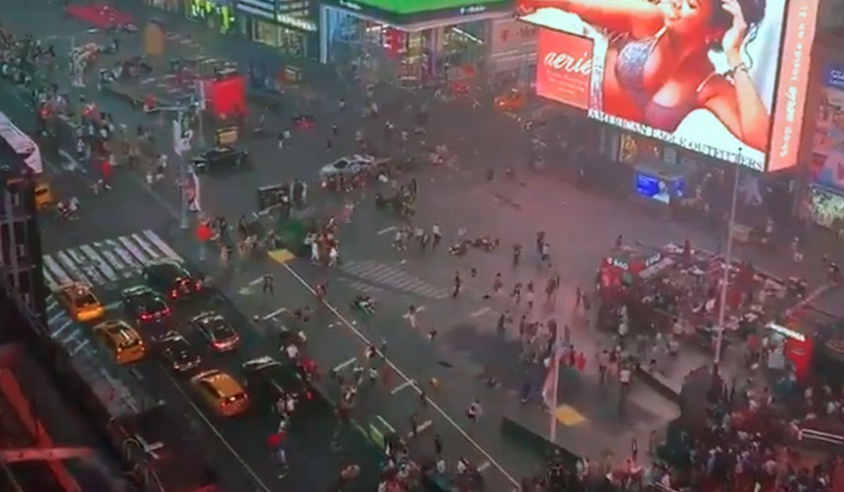 Times Square: el ruido de una moto provocó una estampida