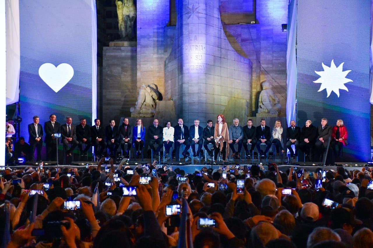 Cristina Kirchner, en Rosario: Necesitamos unir esfuerzos de todos para dejar atrás esto tan feo