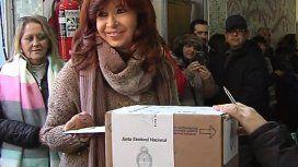 Cristina Kirchner votó en Río Gallegos, se sacó fotos y no habló con la prensa