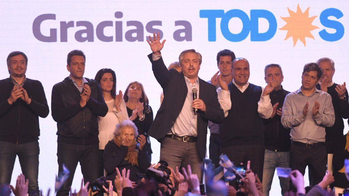 Aplastante triunfo de Alberto Fernández sobre Macri que apura decisiones en el Gobierno