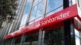 Denuncian problemas para operar con dólares en el Banco Santander
