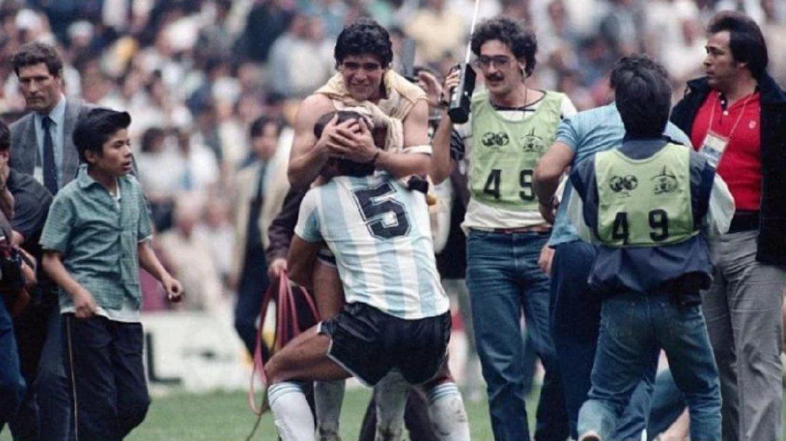 Emocionante despedida de Maradona al Tata Brown: Siempre fuiste un toro