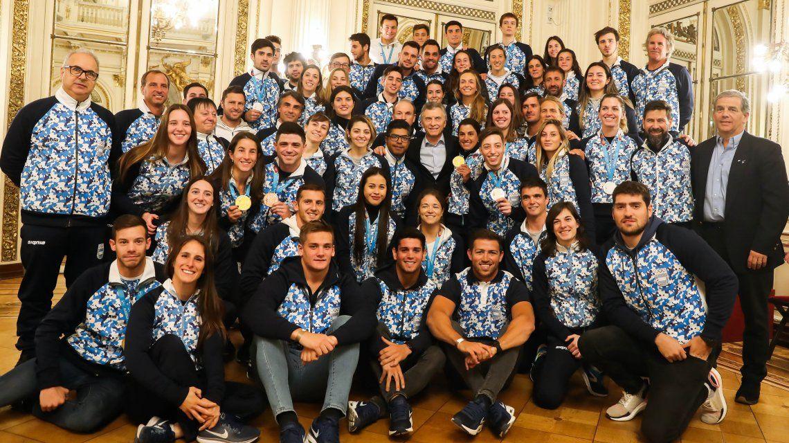 En medio de la disparada del dólar, Macri recibió a los atletas argentinos que compitieron en los Juegos Panamericanos