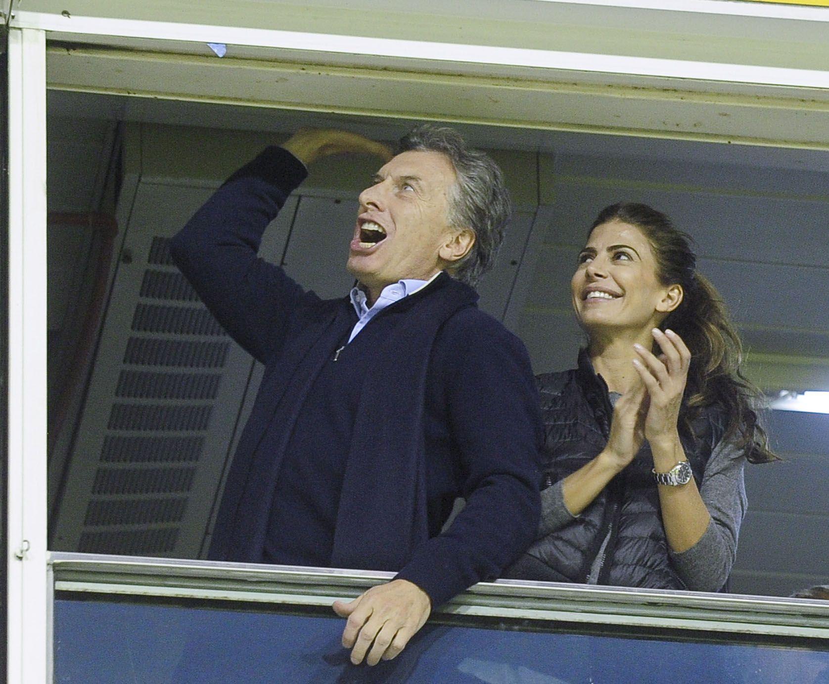 Mauricio Macri con Juliana Awada en cancha de Boca