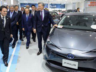 Macri en la fábrica de Toyota