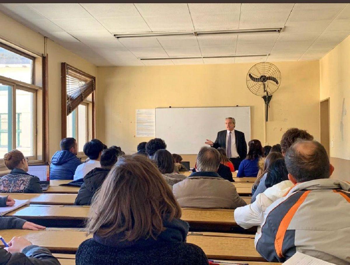 Alberto Fernández sigue con su rutina y hoy dio clases en la Facultad de Derecho de la UBA