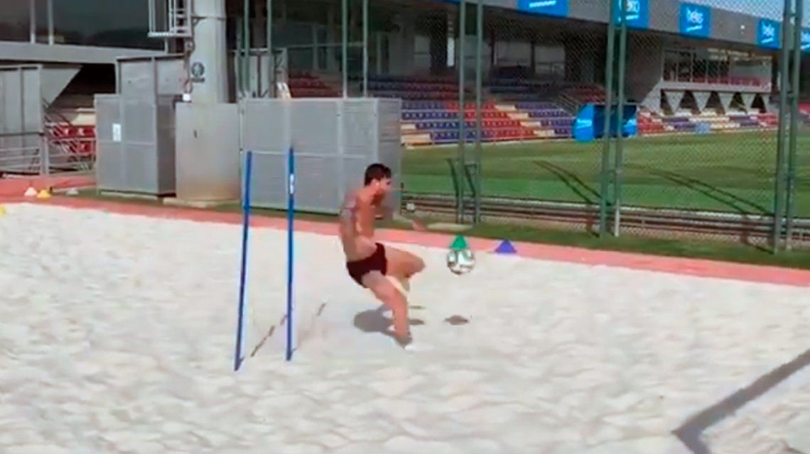 El duro entrenamiento de Messi en la arena para recuperarse de su lesión