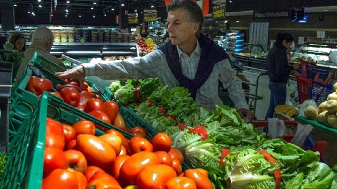 Eliminación del IVA a los alimentos: la promesa que Macri hizo en 2014 y cumplió acorralado por la crisis
