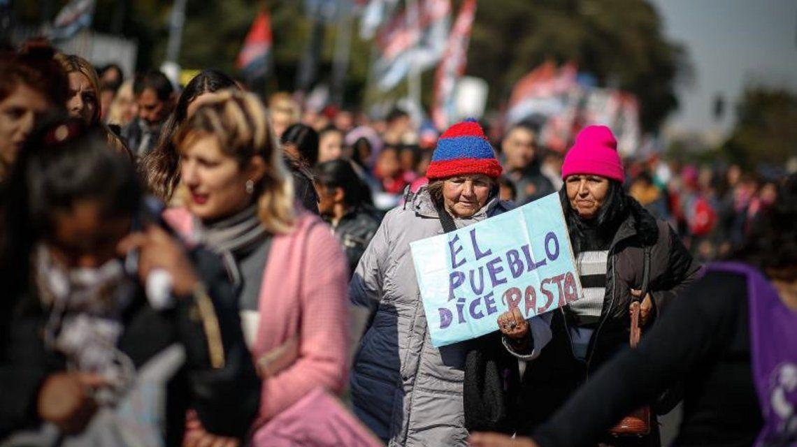 """""""El País"""" de España alerta sobre otra """"crisis terminal"""" en Argentina"""