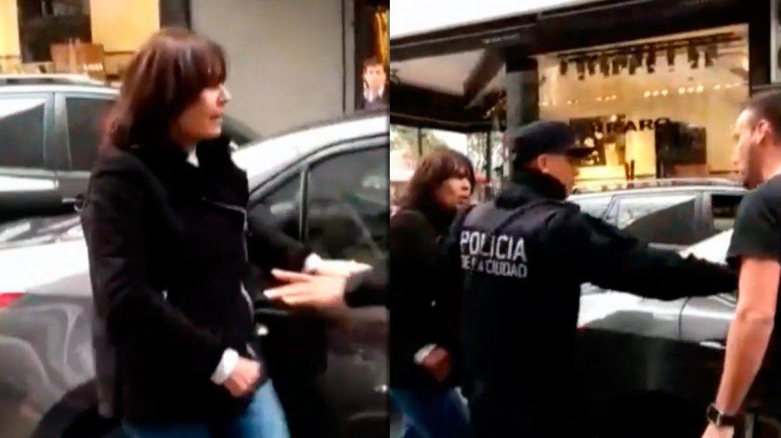 Se bajó del auto enojada por un bocinazo: patadas e insultos en pleno Recoleta