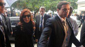 Dos custodios de Cristina salvaron la vida de un pasajero que sufrió un infarto en un vuelo