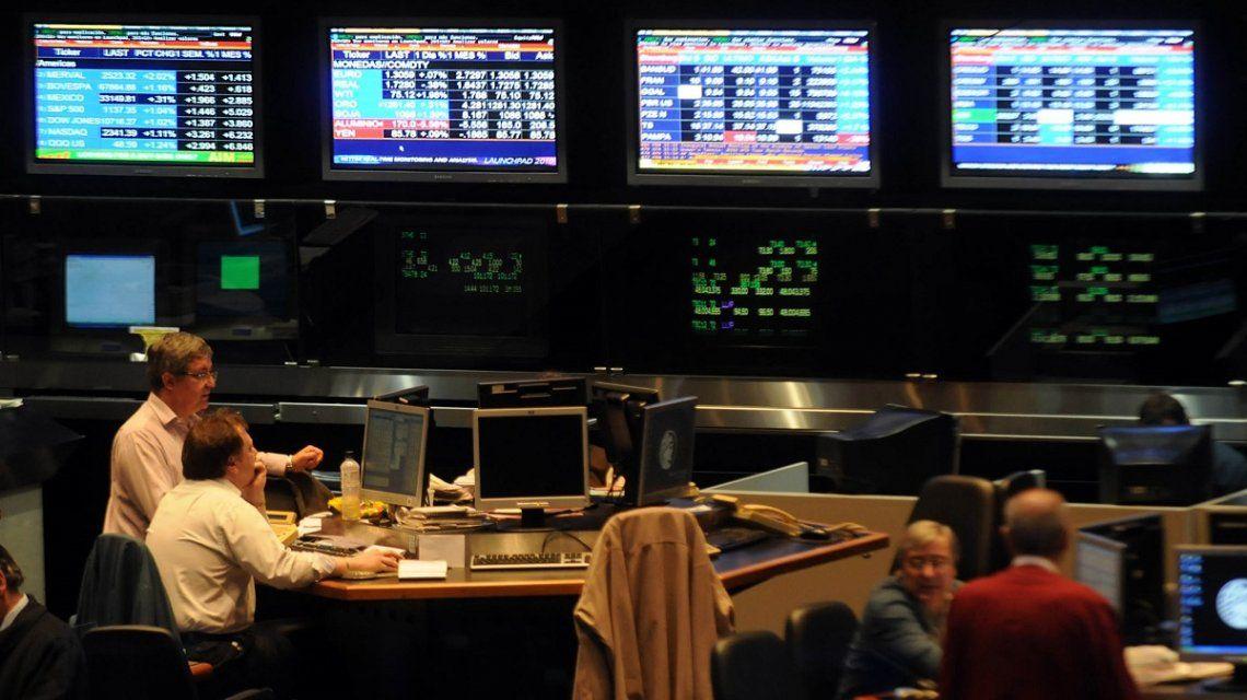 Economistas prevén volatilidad en el mercado por la llegada de Lacunza a Hacienda