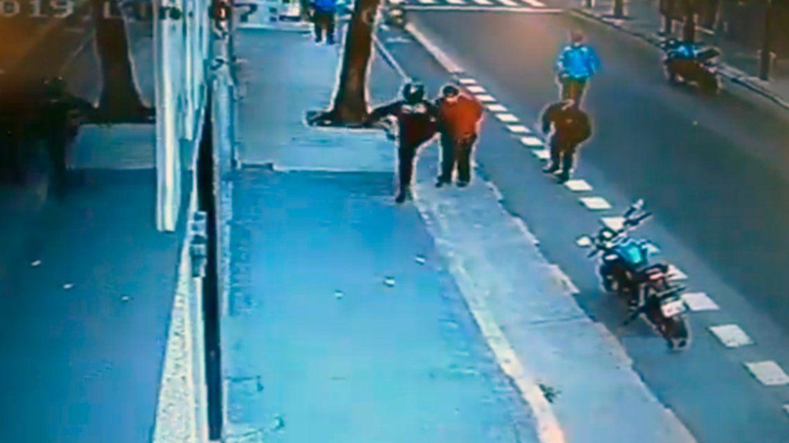 El hombre que recibió la patada policial murió de un traumatismo craneoencefálico