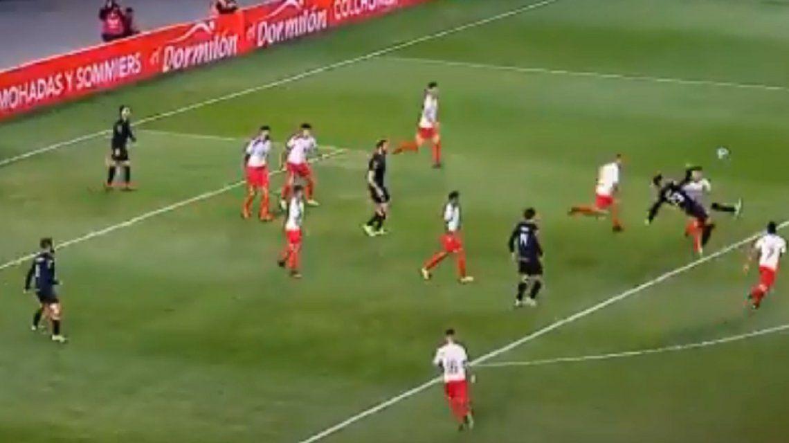 El tremendo golazo de chilena de Enzo Kalinski en la victoria de Estudiantes a Independiente