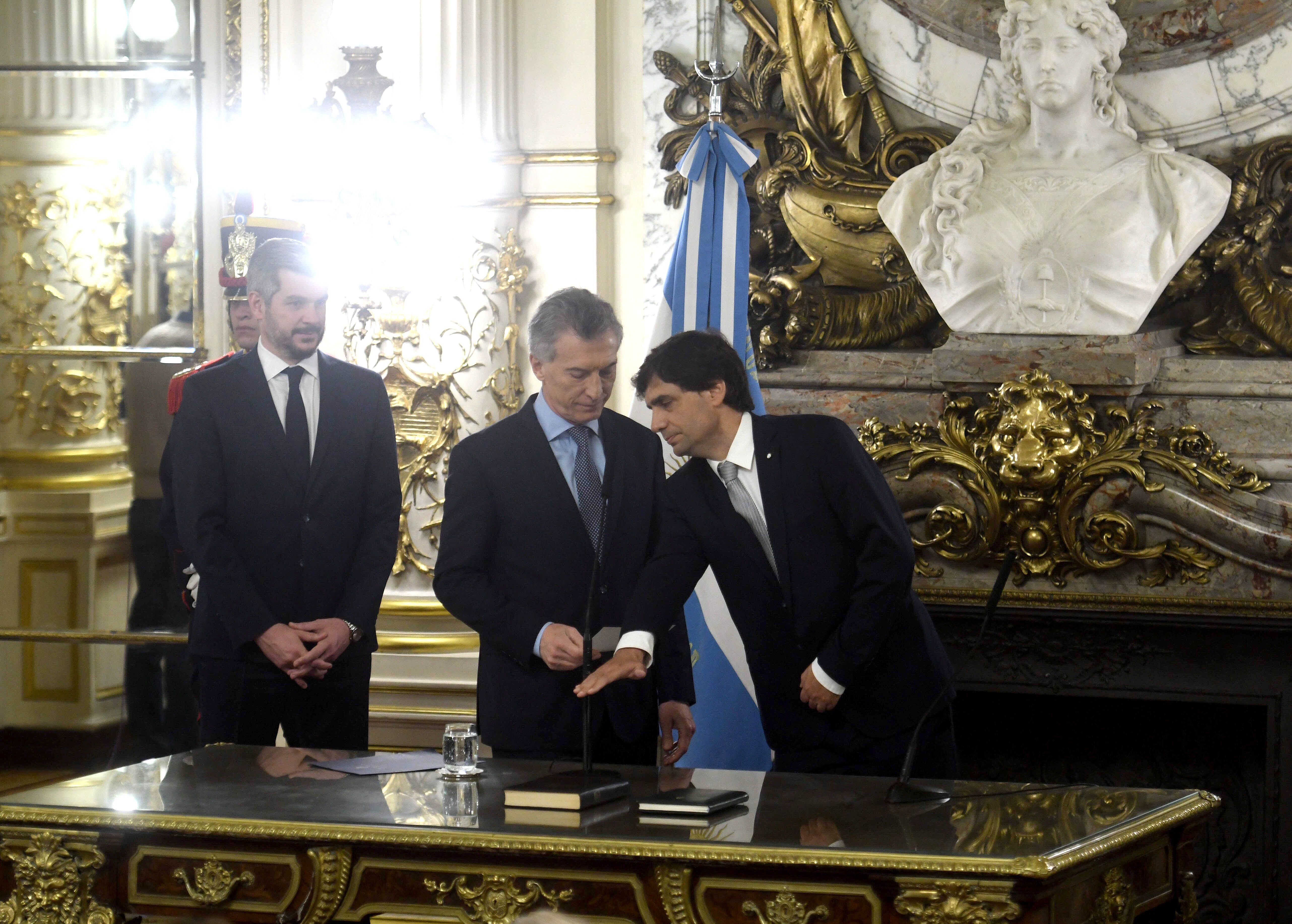 La confusión de Lacunza en su primera conferencia: Al honrarme con el cargo de presidente