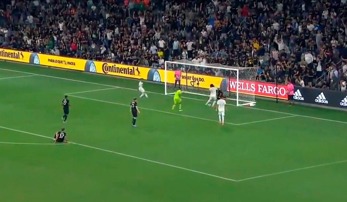 El increíble golazo de Carlos Vela para Los Angeles FC en la MLS