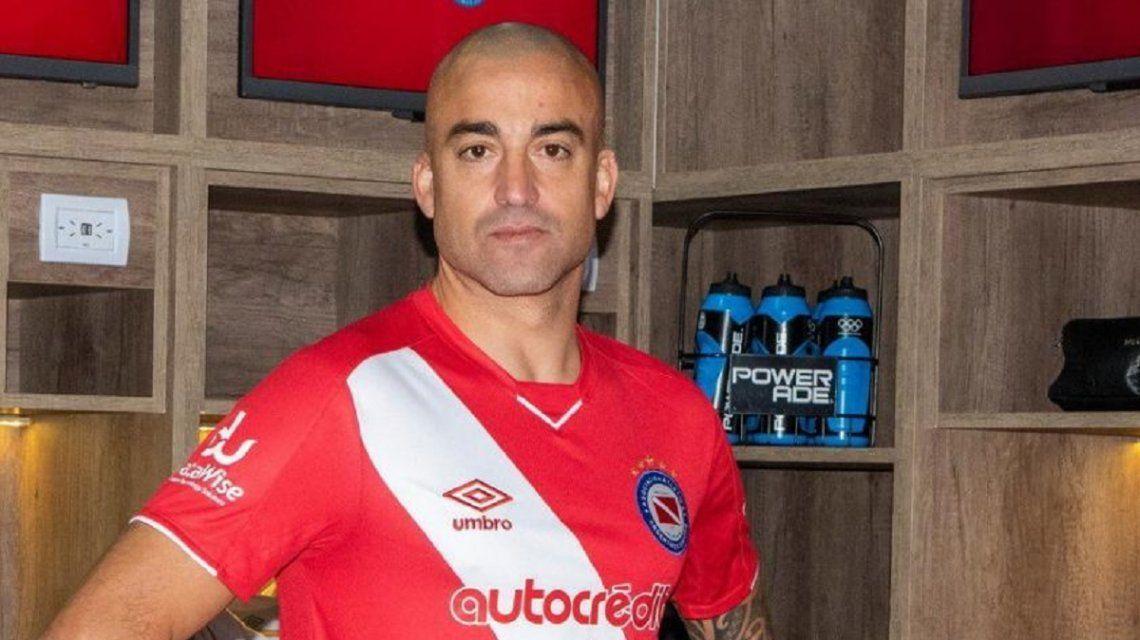 Tras el doping positivo, la Justicia habilitó a Santiago Silva para jugar