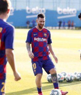 Messi fue dado de alta y estará en el debut del Barcelona en la Champions