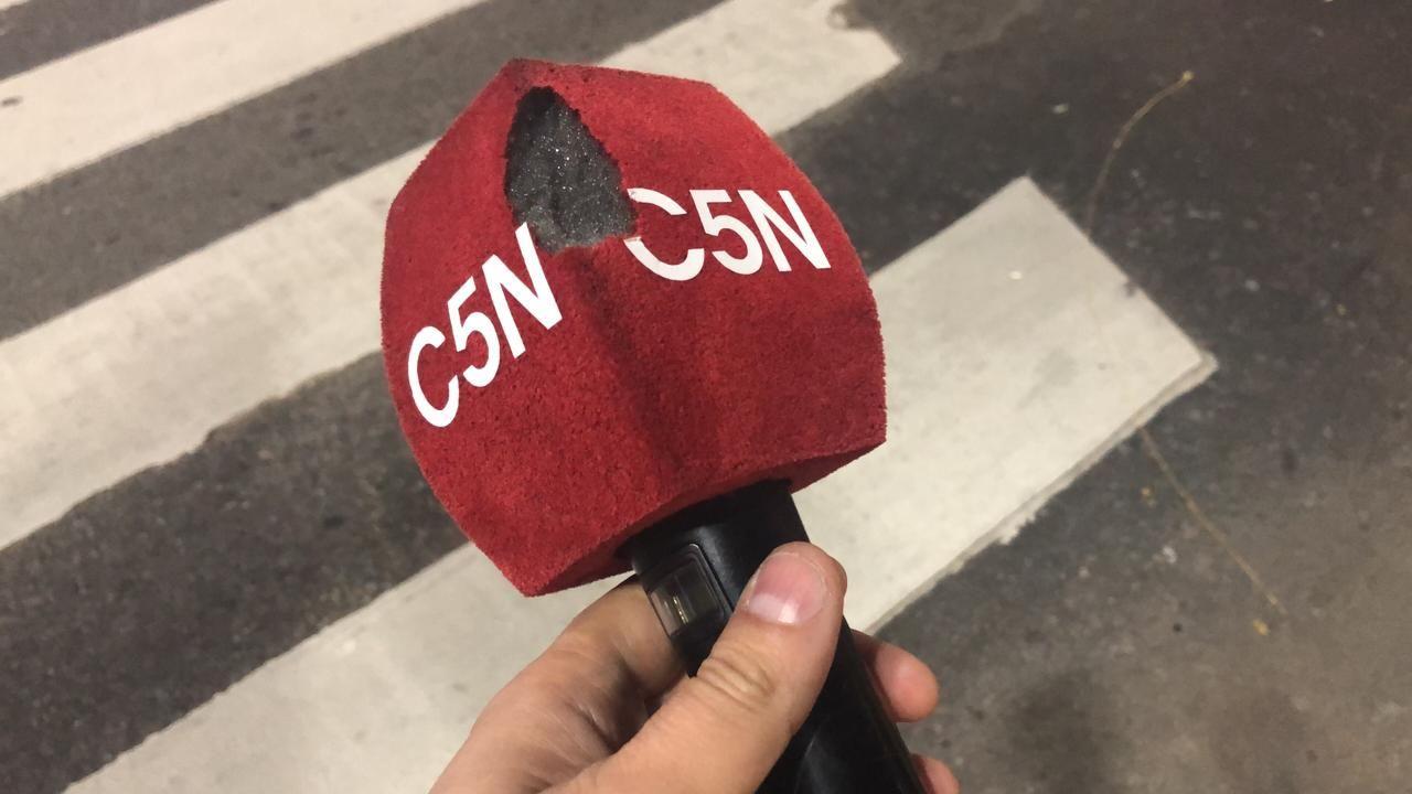 Intolerancia: militantes macristas echaron al móvil de C5N de la marcha en apoyo al Presidente tras la derrota en las PASO
