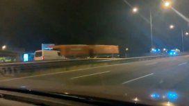 Iba en contramano por Panamericana y chocó con un camión: un muerto