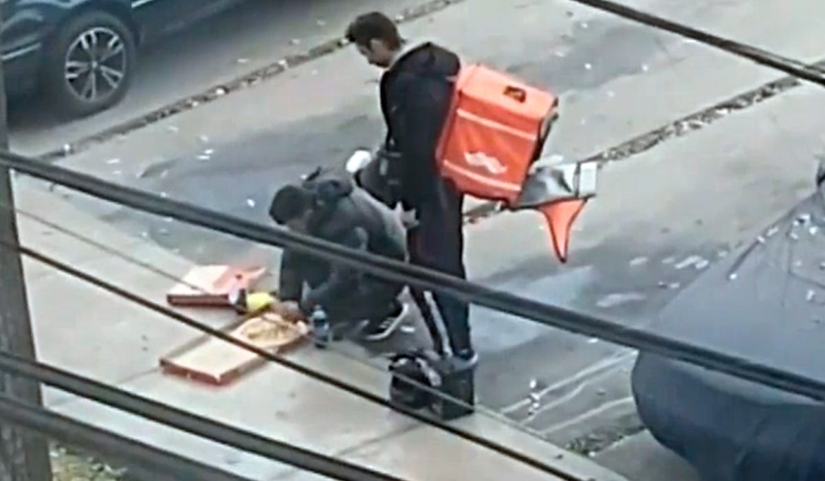 VIDEO: Dos repartidores fueron escrachados mientras se comían el pedido