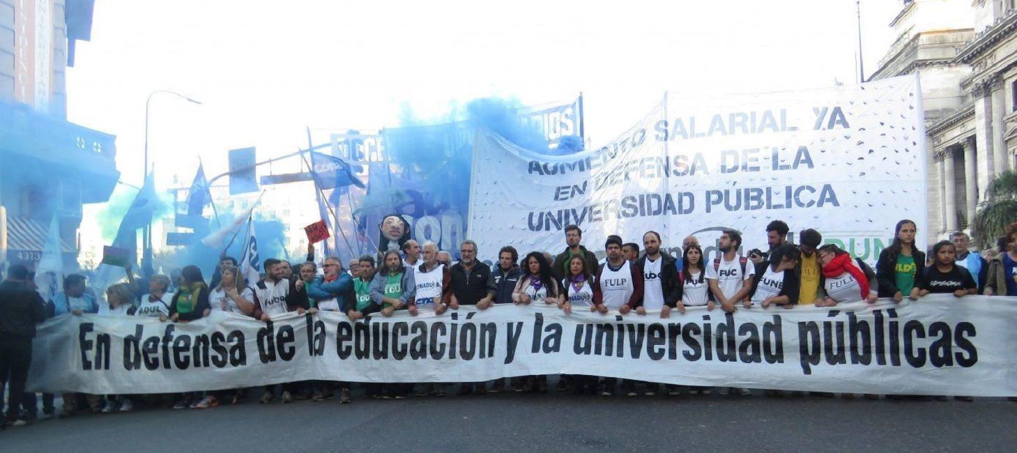El bono de 5 mil pesos para estatales no correrá para los docentes universitarios