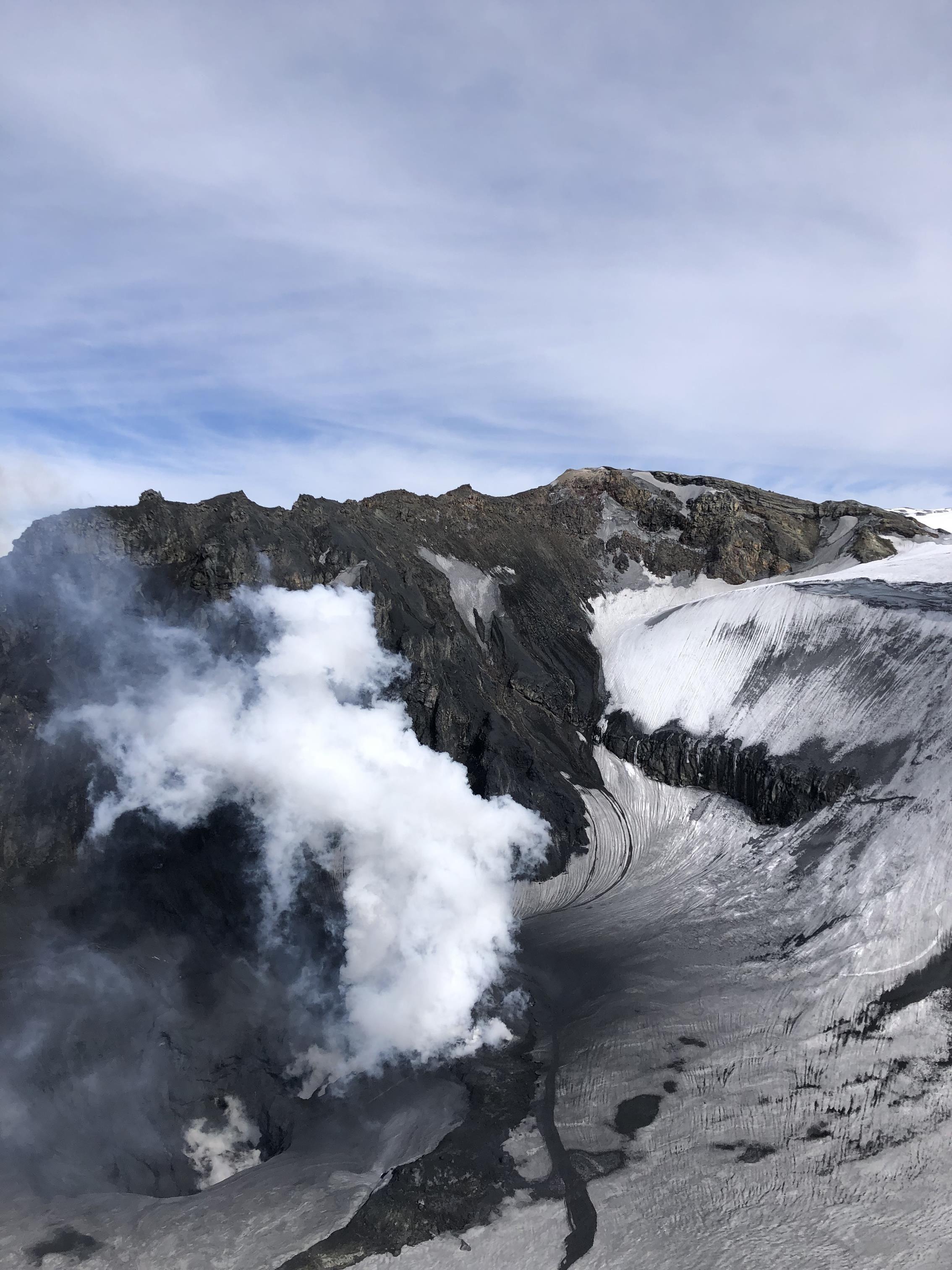 Un argentino eclipsó a los mejores del mundo en la nieve: anduvo en un volcán activo