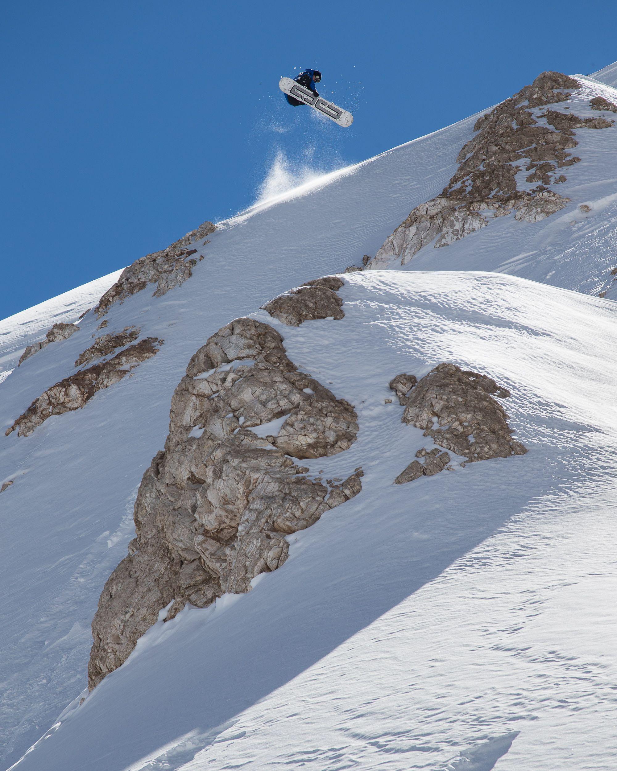 El finés Backstrom (34 años) voló por sobre rocas en pendientes. Su especialidad es la montaña