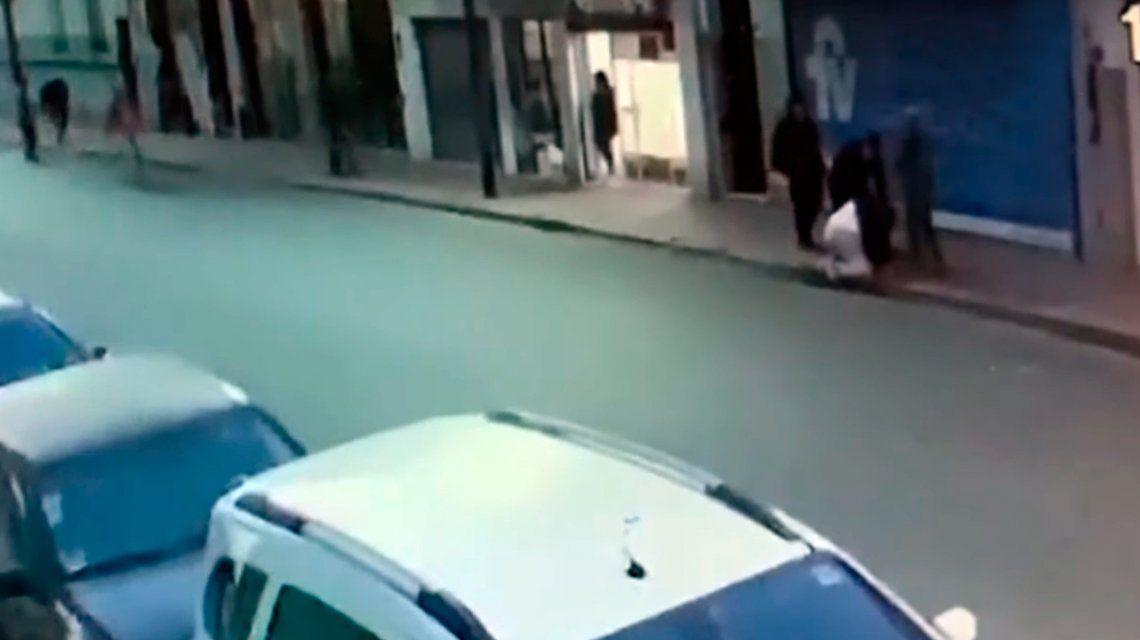 VIDEO: Así fue el ataque al jubilado que murió tras robar en un supermercado de San Telmo