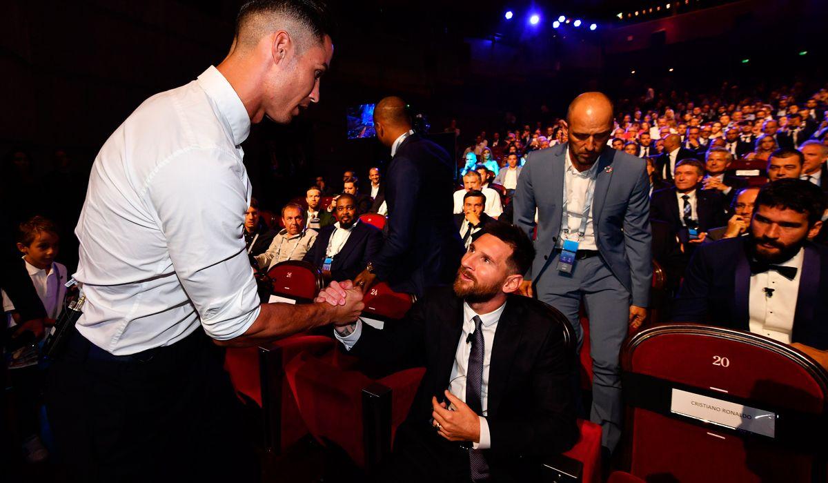 El encuentro más esperado: la imagen del saludo entre Messi y Cristiano Ronaldo